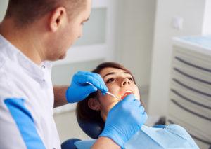 Zahnimplantate Behandlung